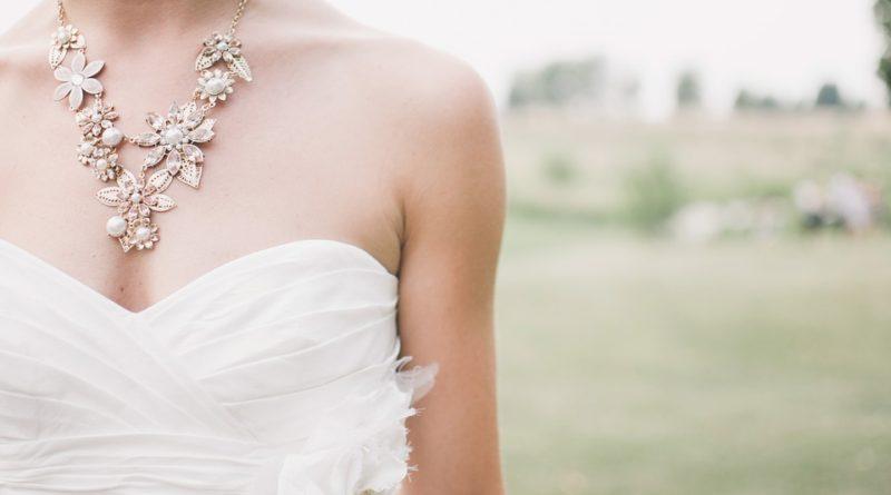 Se správnými šperky zazáříte na nejednom plese