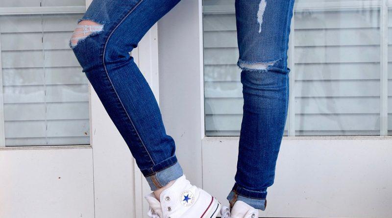 Jak vyrobit roztrhané džíny