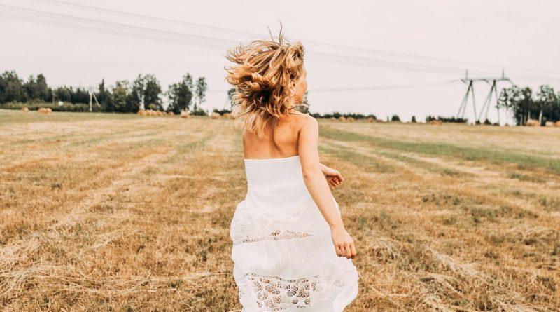 K jakým příležitostem se hodí různé střihy dámských šatů
