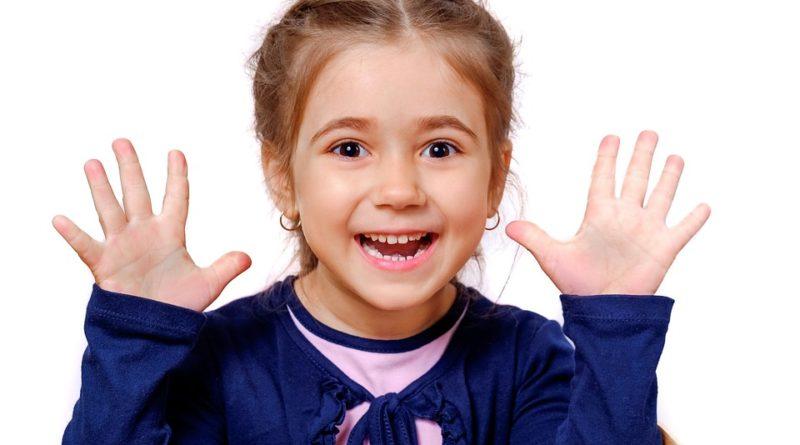 Jak vybrat první náušnice pro holčičky?