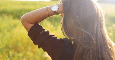 Nadčasové módní doplňky, které rozzáří i všední outfit