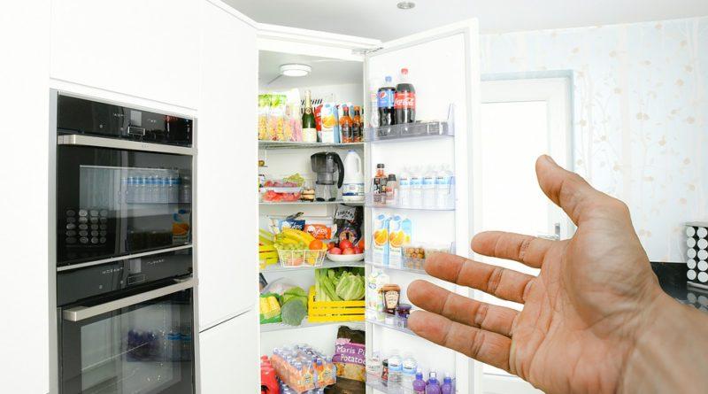 Jaké potraviny nepatří do lednice, ale přesto se do ní dávají?