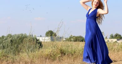 Královská modrá je barvou roku. Jak ji nosit?